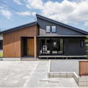 小さい家でゆったり暮らす 開放的なコンパクトハウス
