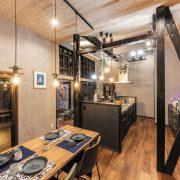 古民家に新たな価値を吹き込む リノベでカフェバーのような空間