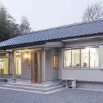現代のデザインと職人技が融合した、 ダイナミックな吹き抜けのある家