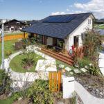 家と庭が心地よく調和した 自然素材の住まいで暮らす